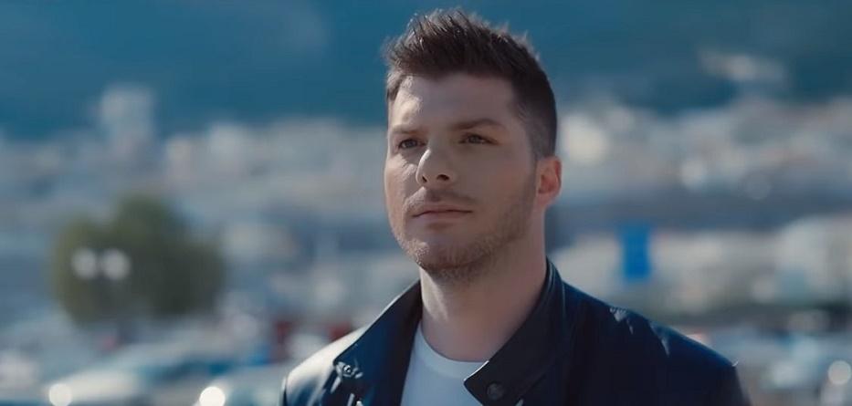 """Λούκας Γιώρκας – """"Μόνα Λίζα"""" (video)   Web Music Radio"""